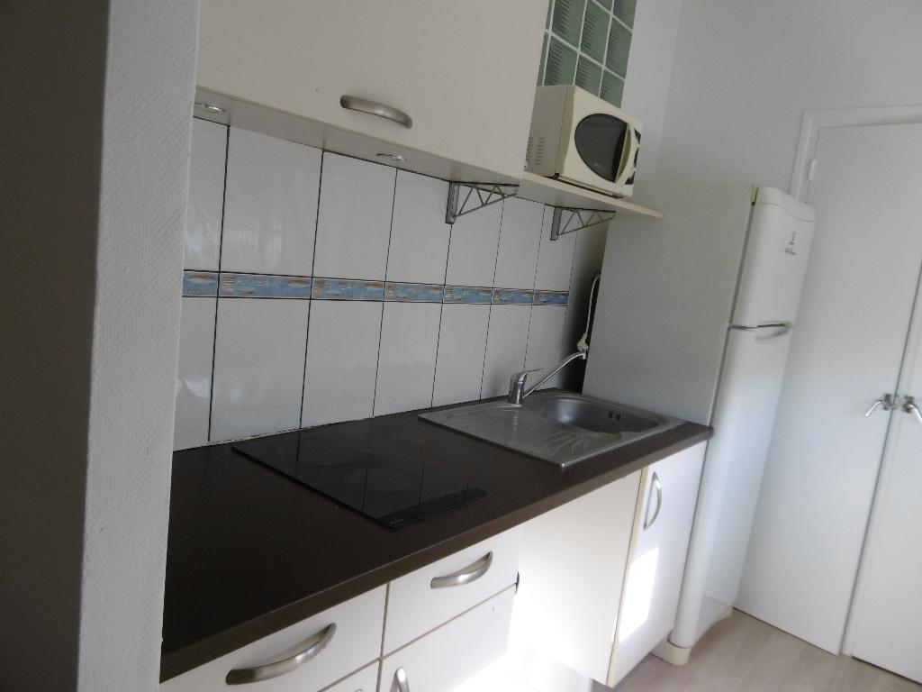 A louer Pontivy Morbihan Bretagne appartement centre ville 2 pièces 49 m2  1 chambre  cuisine aménagée