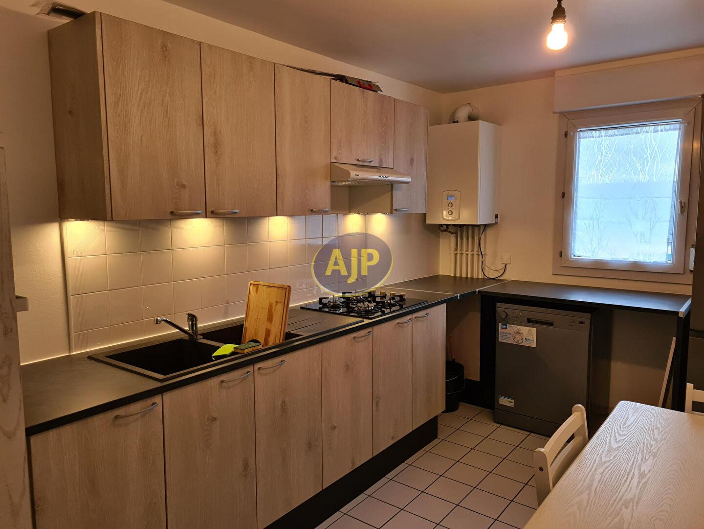 A VENDRE Pontivy Bretagne Morbihan appartement T2 Duplex 62 m²  2 pièces 1 chambre Balcon, un garage fermé en sous-sol