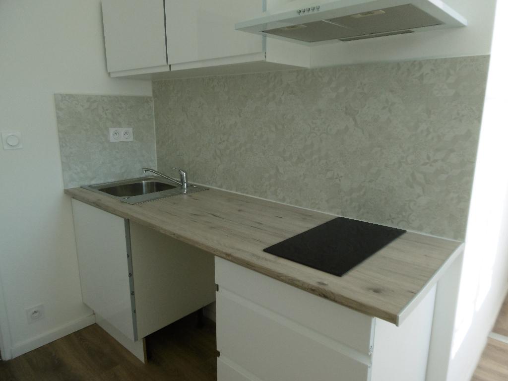 A louer Bretagne Morbihan Pontivy appartement de type 2 entièrement refait à neuf en centre ville