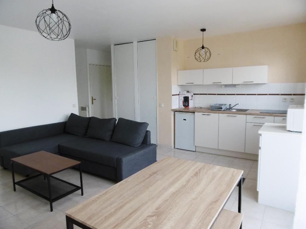 A louer Bretagne Morbihan Pontivy Appartement de type 2 meublé avec balcon dans résidence sécurisée - place de parking et cave