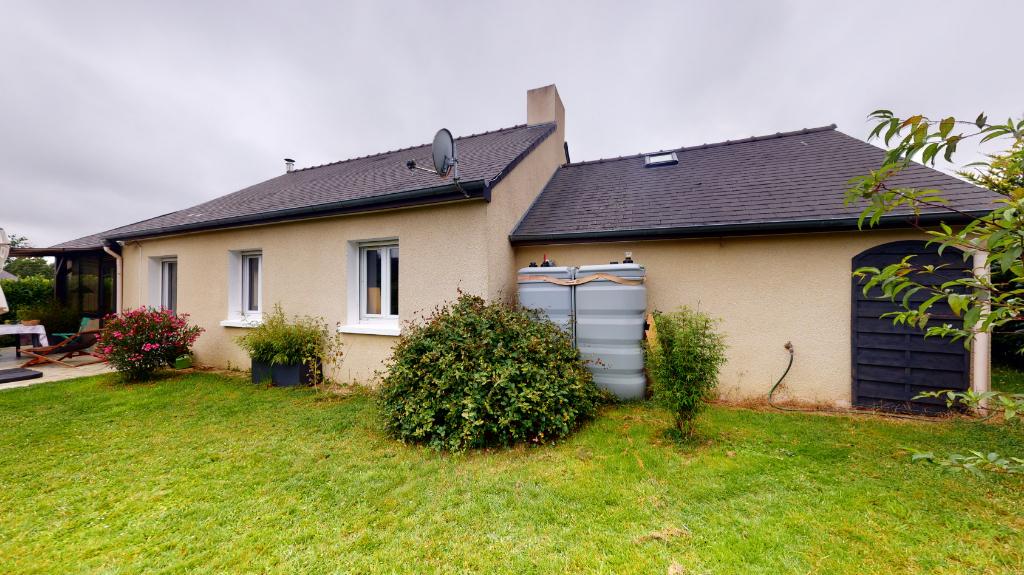 DINGE, Maison traditionnelle de plain-pied édifiée en 1983 sur un terrain de 651 m².