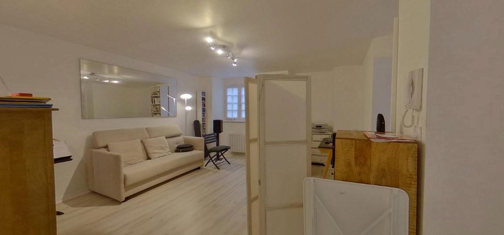 VENDU EN 3 SEMAINES !!!!  Studio/appartement, 28 m2, Intra-Muros, 2 min à pieds des Remparts et de la plage !