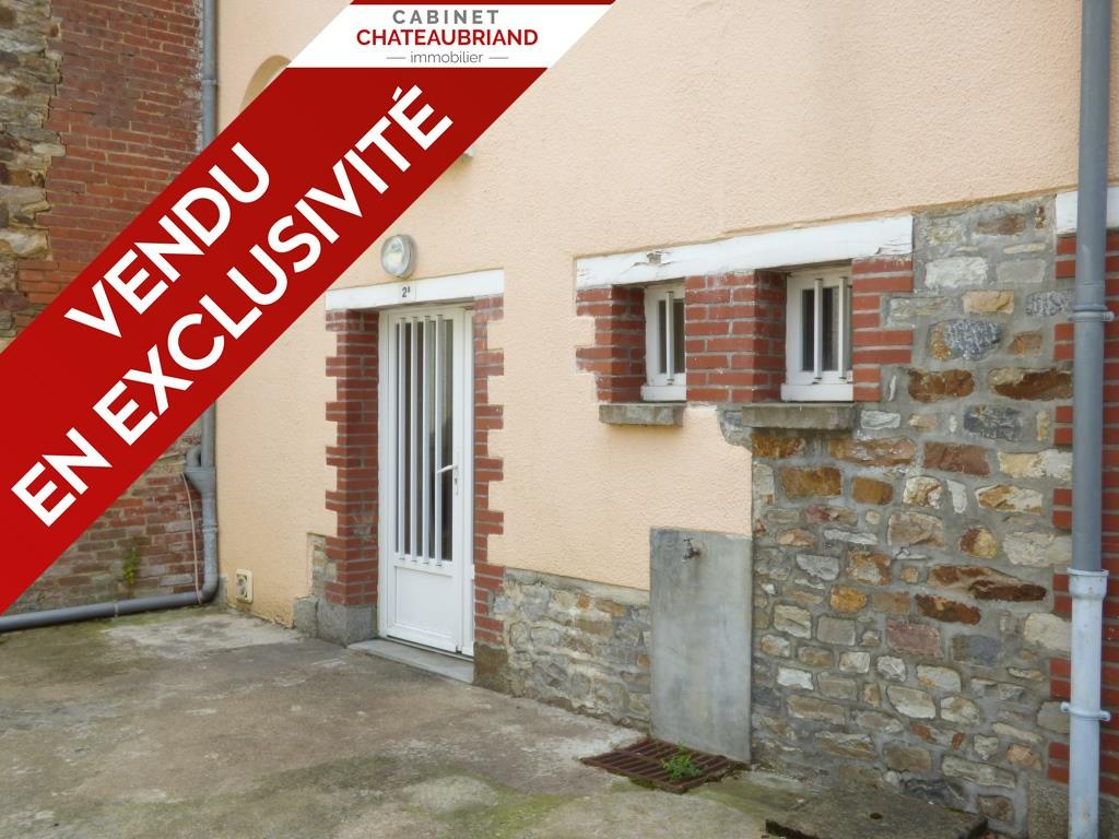 Immeuble  composé de 3 logements, coeur du bourg de St Aubin d'Aubigné