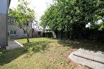 PLOMEUR - Bâtisse de 128 m² avec garage, dépendance et jardin au bourg !