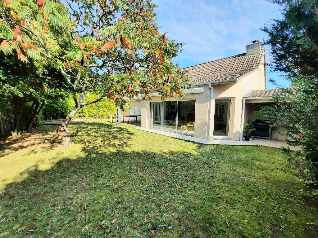 Maison Nantes 6 pièce(s) 202.54 m2