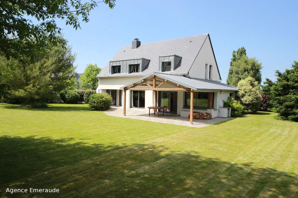 maison d 39 architecte pour 6 personnes dinard 150 m2 le prieur dinard 35800. Black Bedroom Furniture Sets. Home Design Ideas