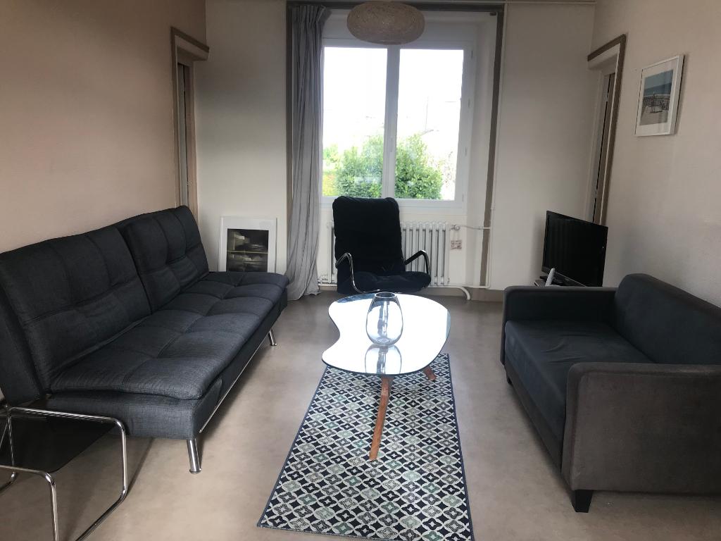 photo de Appartement DANS LE CENTRE DE COUTAINVILLE 4 pièce(s) 70 m2 A LOUER