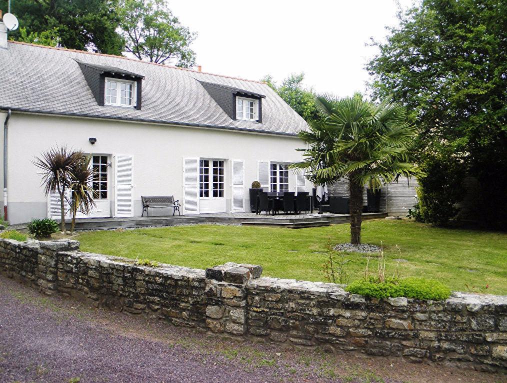 Maison t6 bourg des comptes ref 47307 guenno immobilier for Salon de l immobilier rennes