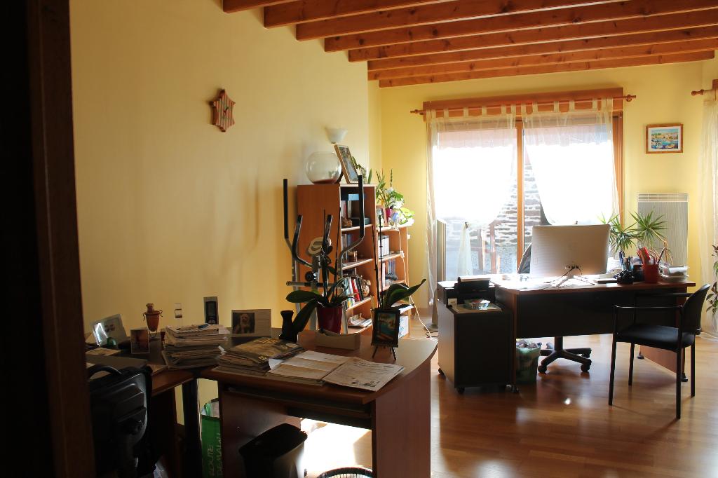 Maison T6 à Saint thurial REF : 58345
