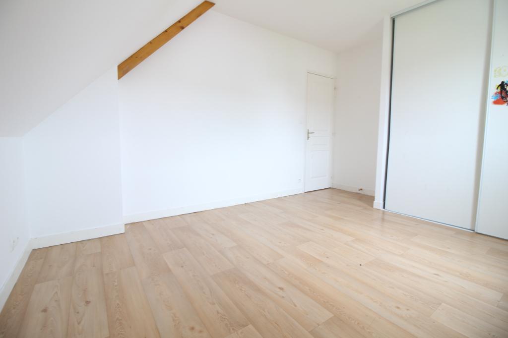 Maison T7 à Janze REF : 64660