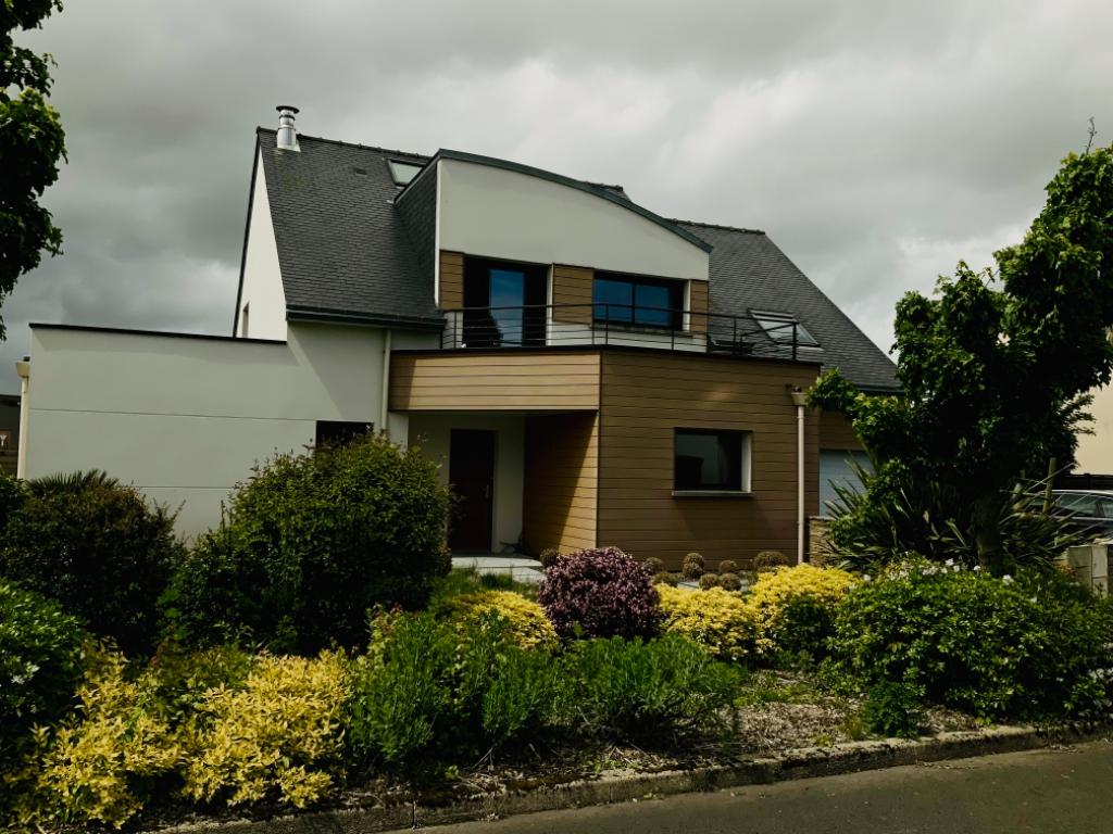 Maison T9 à Pleumeleuc REF : 65996