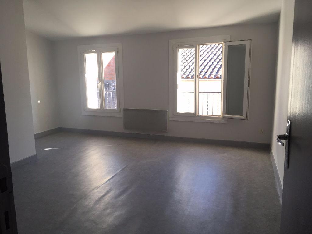 villeneuve sur lot plein centre dans une rue calme appartement de 73 m2 avec deux chambres. Black Bedroom Furniture Sets. Home Design Ideas
