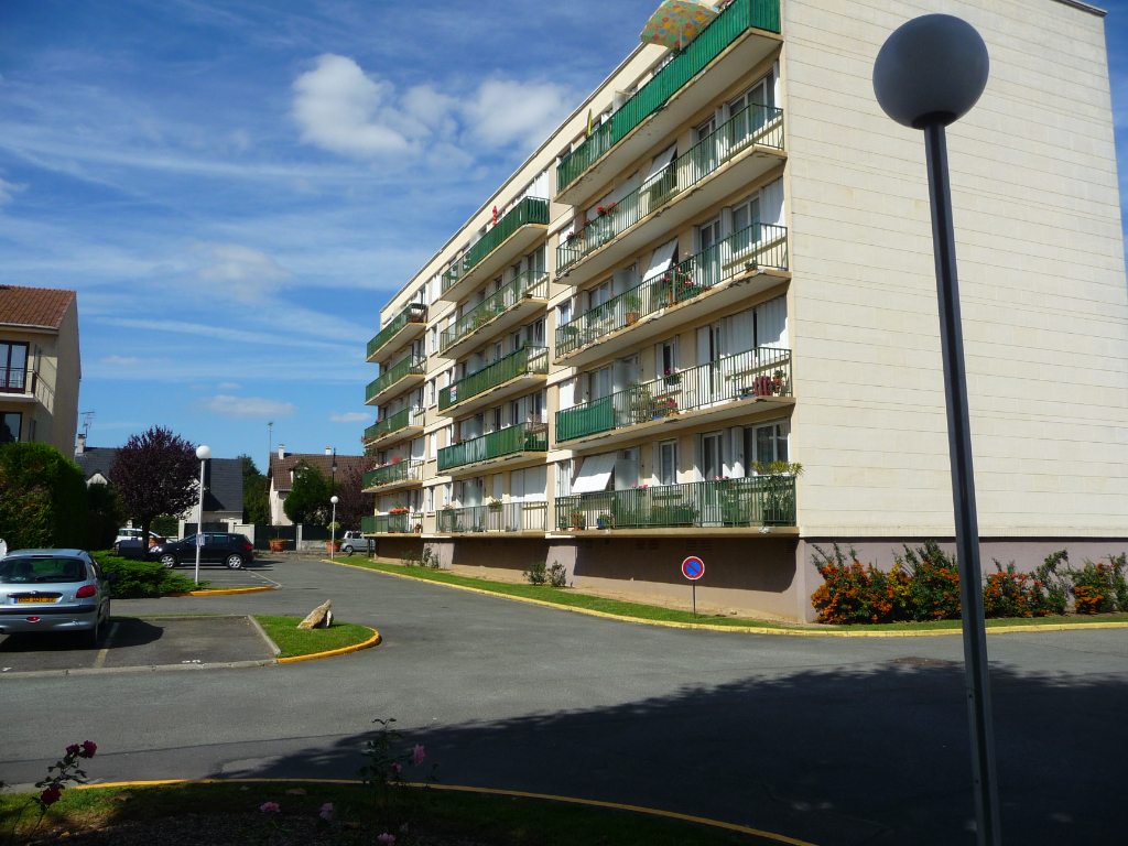 Rental apartment Le plessis trevise 945€ CC - Picture 4