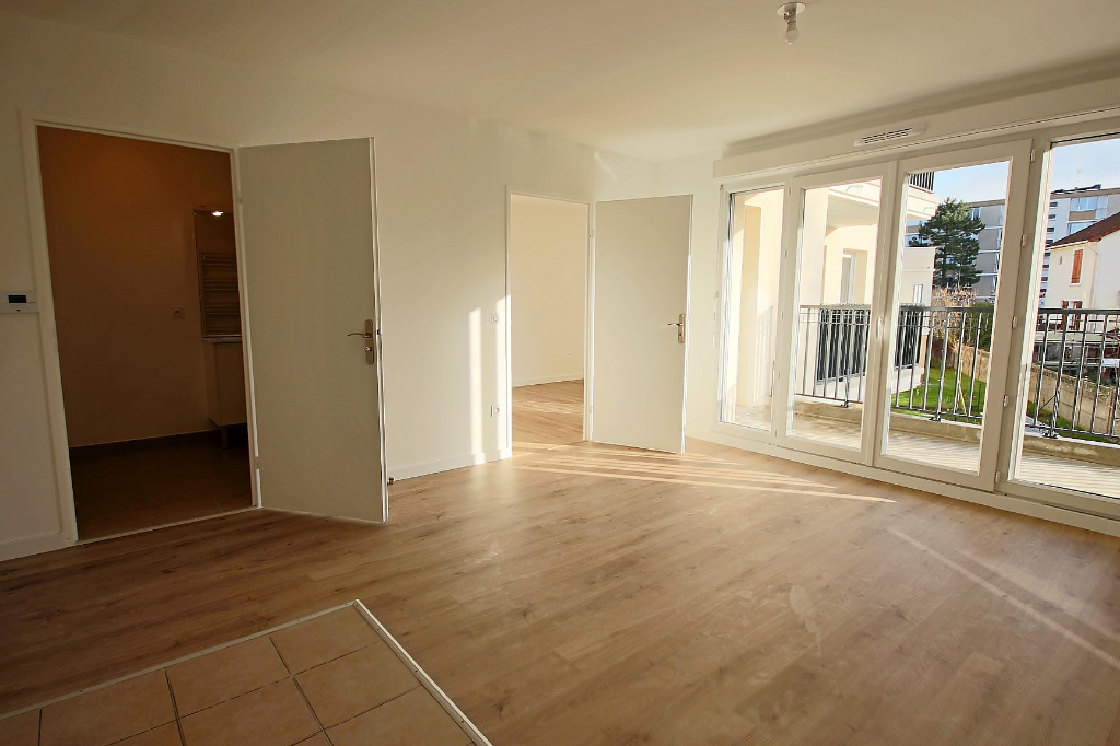 Rental apartment Le plessis trevise 820€ CC - Picture 3