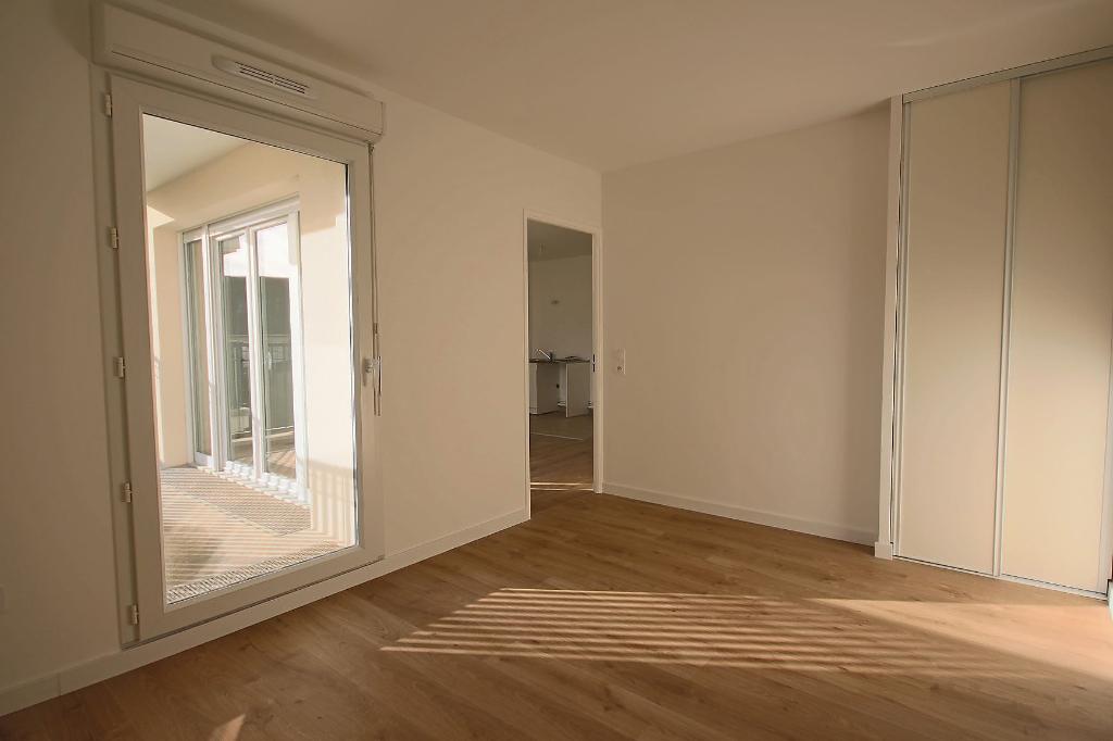 Location appartement Le plessis trevise 820€ CC - Photo 5