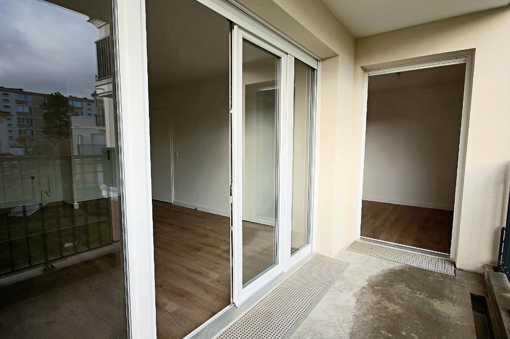 Location appartement Le plessis trevise 820€ CC - Photo 7