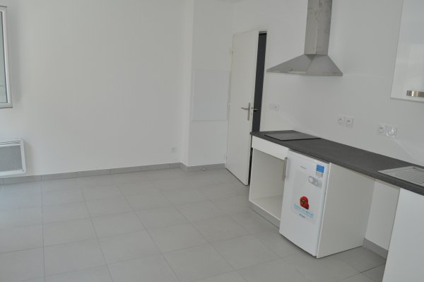 Rental apartment Marseille 5ème 446€ CC - Picture 1