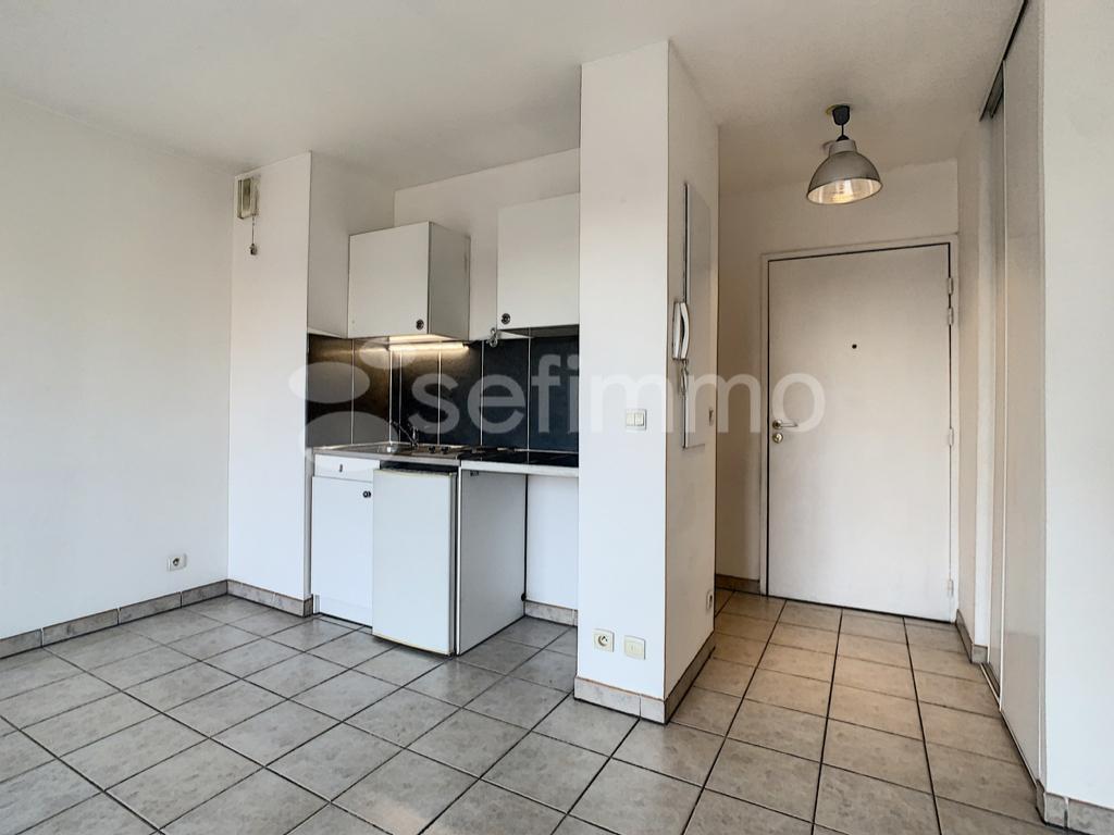 Location appartement Marseille 5ème 502€ CC - Photo 3