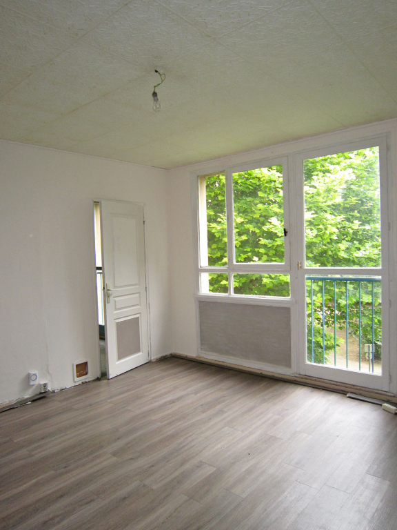Sale apartment Crosne 129000€ - Picture 2