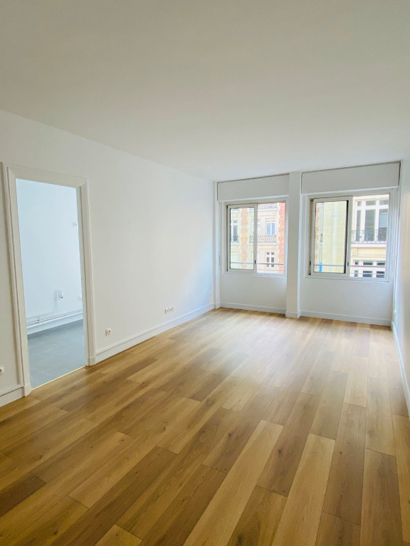 Location appartement Paris 8ème 1 200€ CC - Photo 2