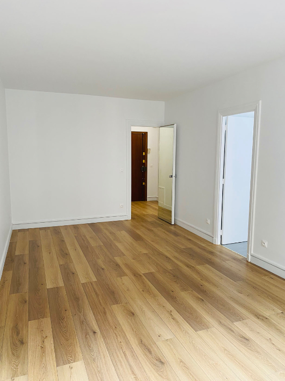 Location appartement Paris 8ème 1 200€ CC - Photo 4