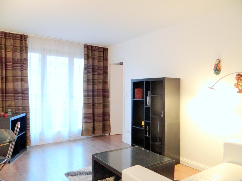 Location appartement Paris 15ème 1515€ CC - Photo 1