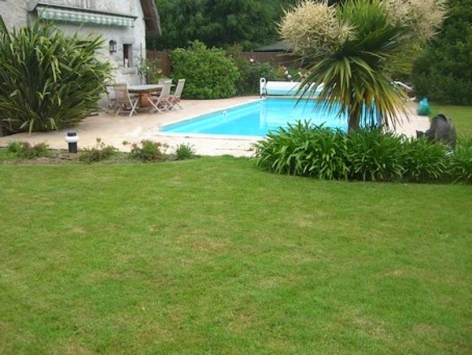 Demeure avec piscine terrain 3200m2 pl rin 22190 for Alarme piscine linxor jb p 03