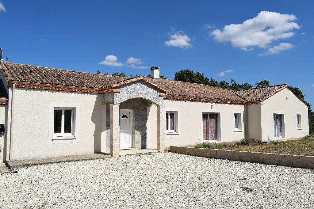 Villa récente au Nord du Lot et Garonne, proche d'une bastide tous commerces