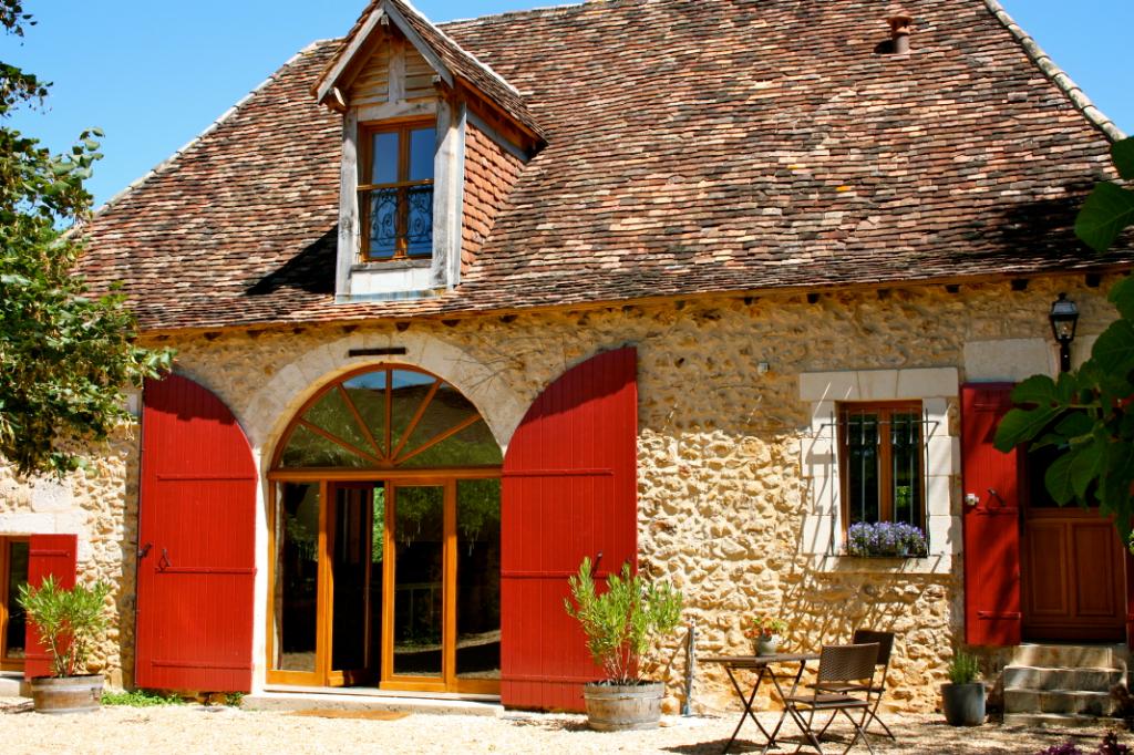Dordogne ,Proche Bergerac,Belle demeure dans un environnement boisée avec piscine
