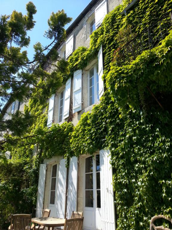 Magnifique demeure en pierre au coeur d'un village médieval , proche Bergerac