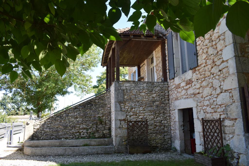 Grande maison en pierre