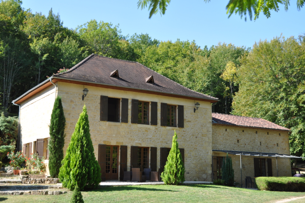 Property situated near Beaumont du Perigord - 4 Bedrooms