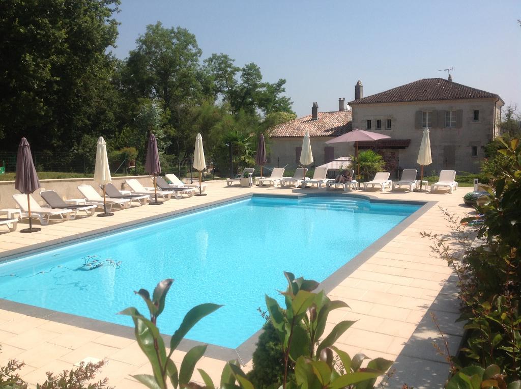 A vendre secteur Villeneuve-sur-Lot propriété de caractère avec gîtes et piscine