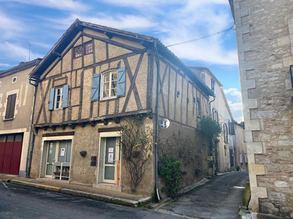 Maison typique au coeur du village de  Villereal