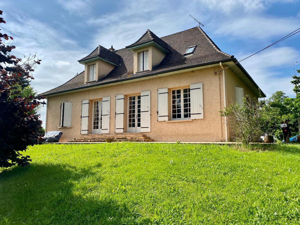Maison périgourdine à l'entrée du bourg