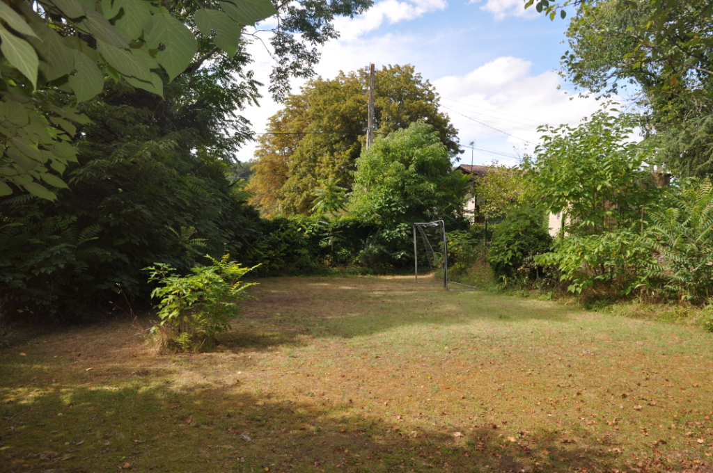 Charming 6 bedroom Village Property with Garden