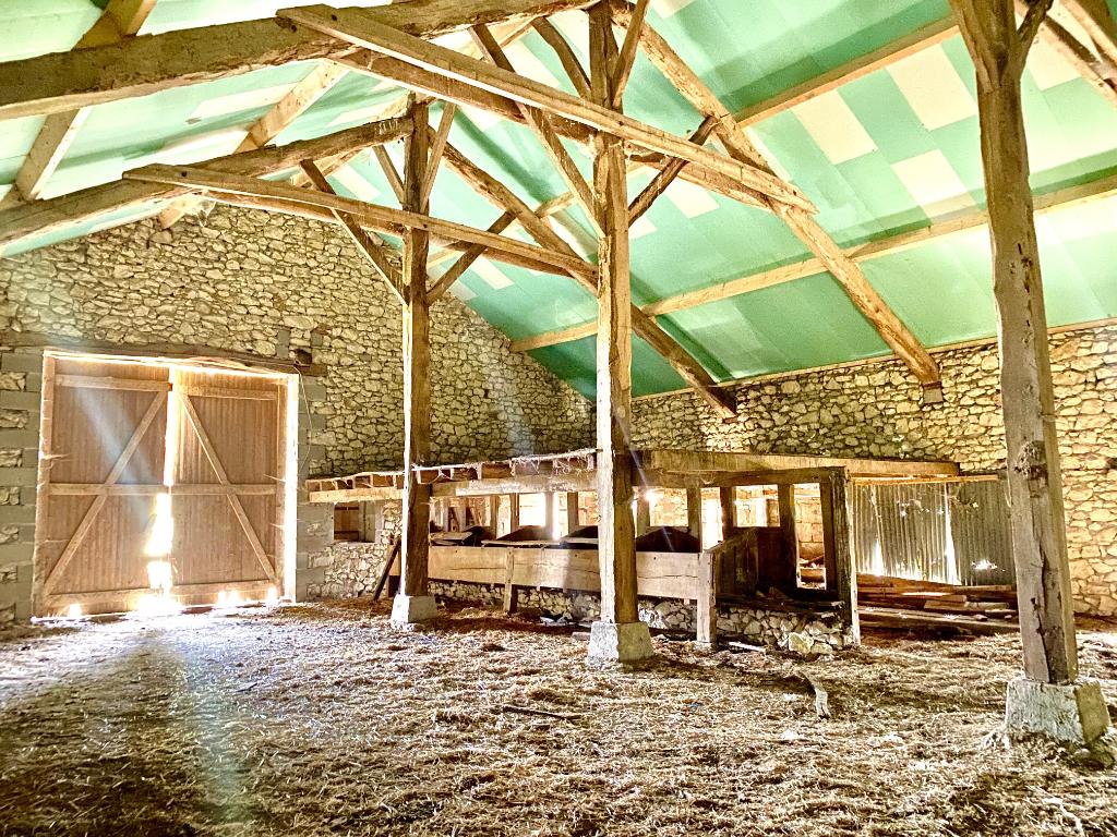 Belle grange à transformer dans un lieu paisible