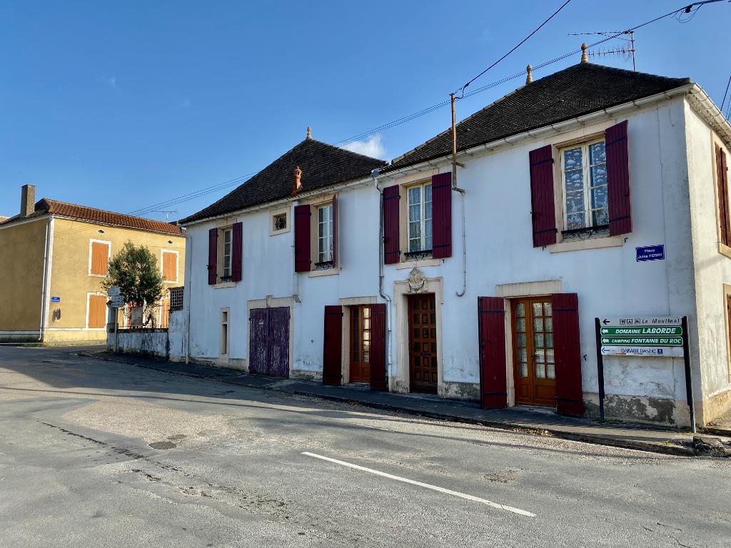 Maison dans le bourg