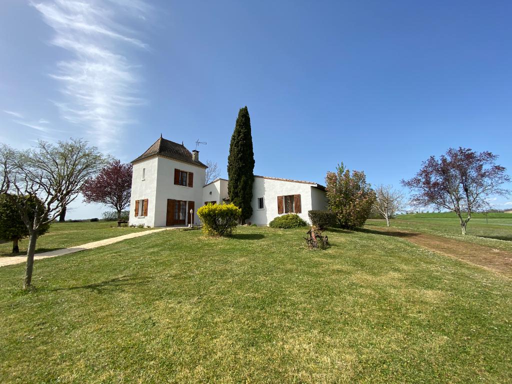 Maison de campagne avec pigeonnier sur 2 hectares de terrain