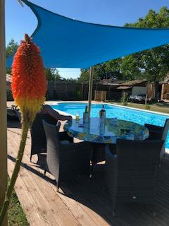 Jolie bergerie dans campagne avec piscine