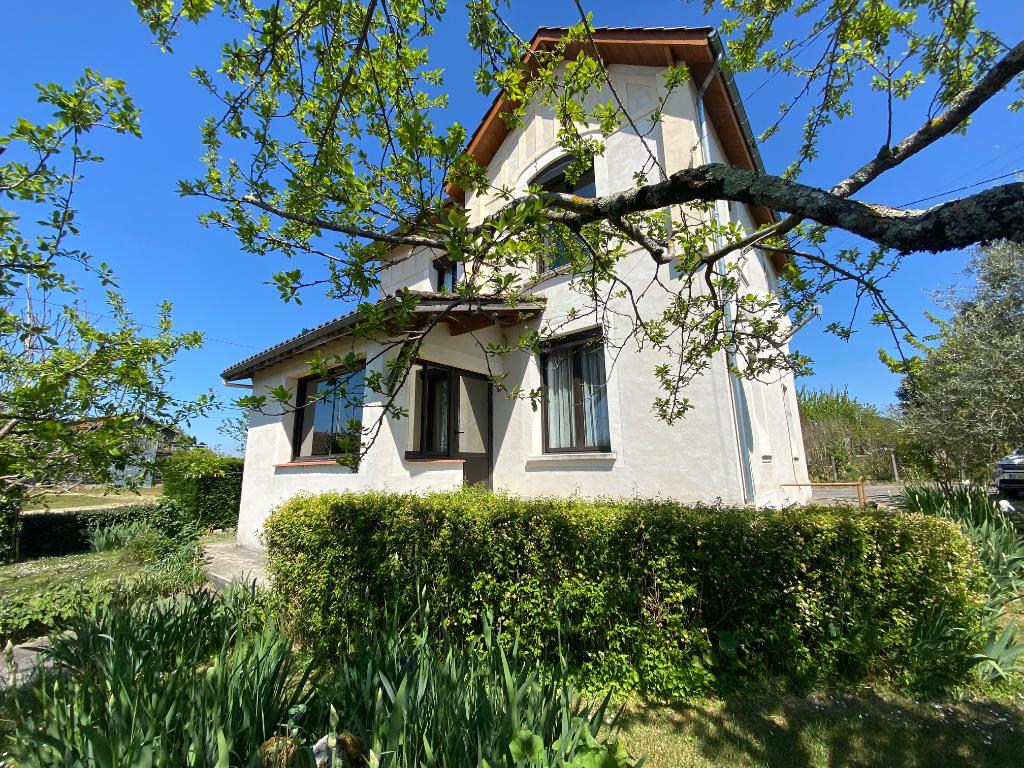 Maison à l'entrée du village