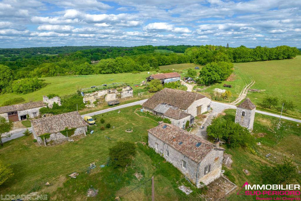 Ensemble de bâtiments et dépendances en pierre sur 30 hectares