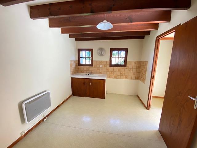 Maison en pierre divisée en 3 logements indépendants