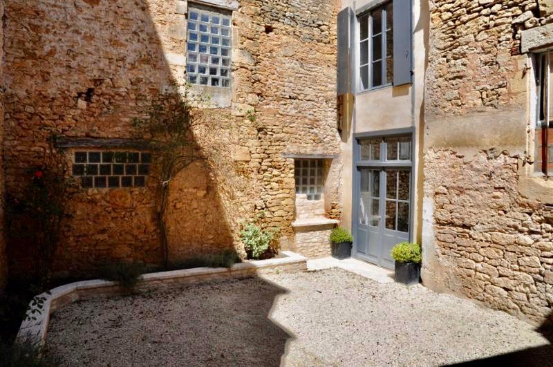 Maison de village en pierre à renover
