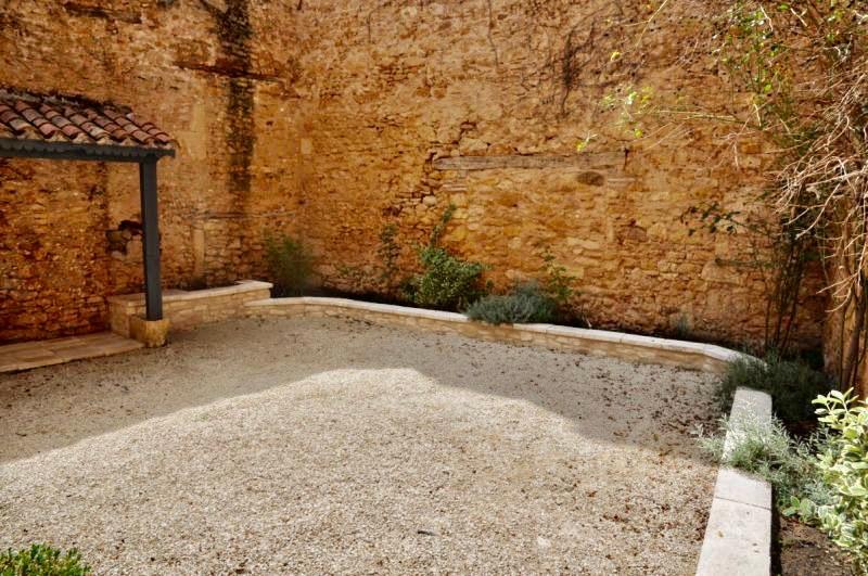 Maison de village en pierre à restaurer
