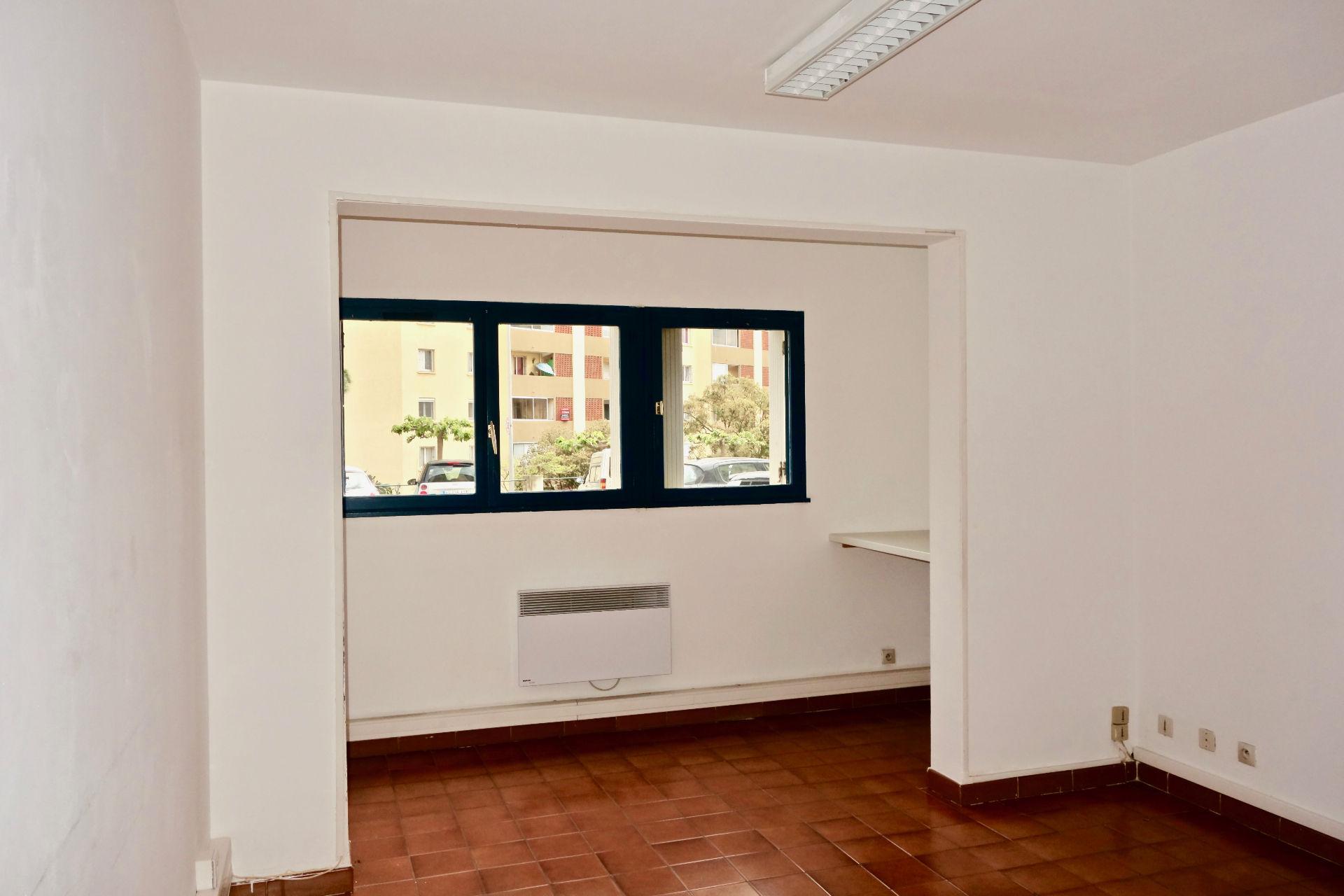 Photo Local professionnel à louer 10 pièces 200 m² image 2/5