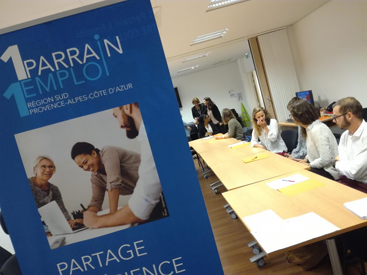 Des chefs entreprises endossent le rôle de parrains pour aider les jeunes à retrouver un emploi