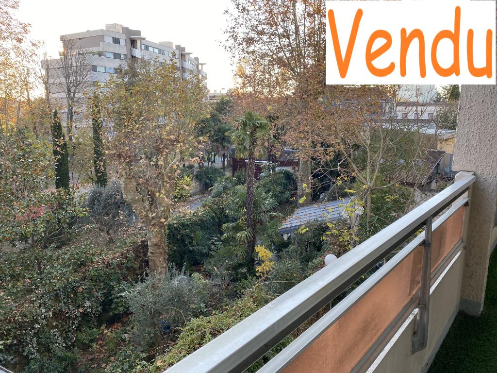 Sale apartment Saint genès bordeaux 250000€ - Picture 1