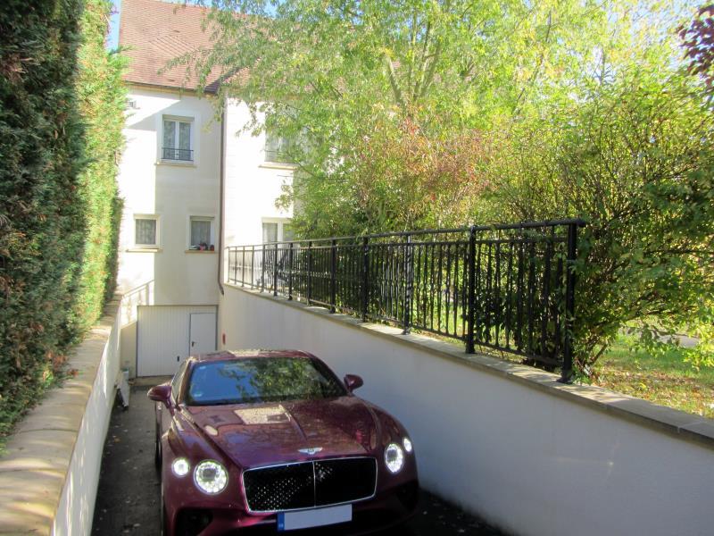 Sale house / villa Osny 950000€ - Picture 2