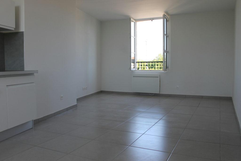 Rental apartment Henonville 830€ CC - Picture 2